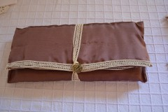 pochette satin marron.JPG